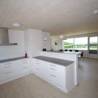Øverste lejlighed - køkken og stue